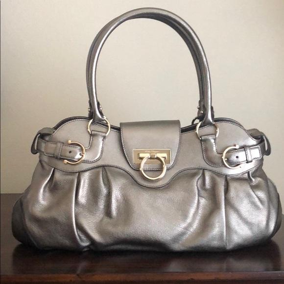 db4b5fbbb369 Salvatore Ferragamo Marisa Shoulder Bag. M 5bb243b3d6dc52f0f0774f4c